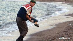 シリア3歳児の溺死写真が波紋、世界中が難民問題から目をそむけられなくなった(閲覧注意)