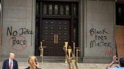 トランプ氏経営の高級ホテルに落書き「黒人の命も大切だ」「正義なくして平和なし」(動画)