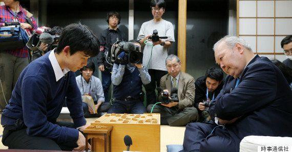 【藤井聡太四段とは】羽生善治三冠が「どんな棋士になるか楽しみ」と期待を寄せる中学生棋士の素顔