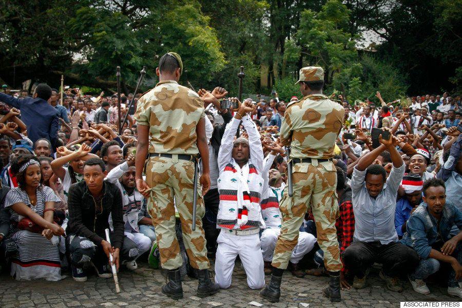 エチオピアの祭りが反政府デモに、治安部隊が鎮圧で55人死亡