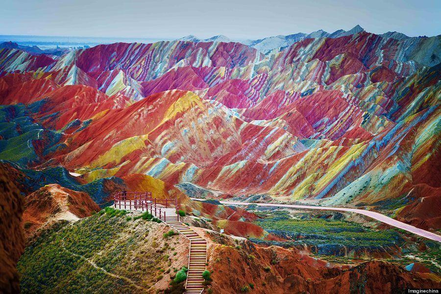 中国には「虹色の山脈」がある。いつかこの地に行きたい(画像)
