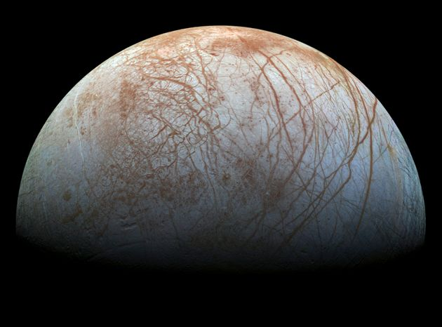 木星の衛星エウロパに間欠泉? 20年前のガリレオ観測機のデータに痕跡を発見