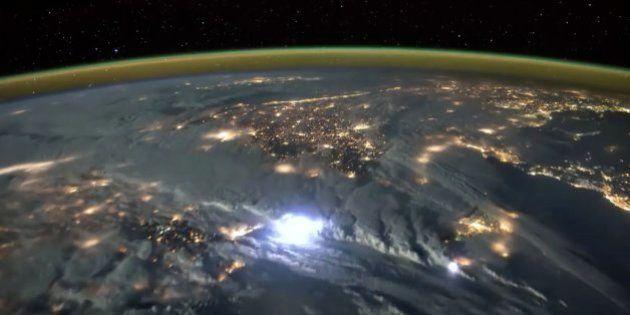 宇宙から見た稲妻が壮大だった【動画】