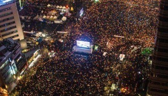 韓国・ソウルの150万人デモに足を運び「黄色いリボン」から学んだこと