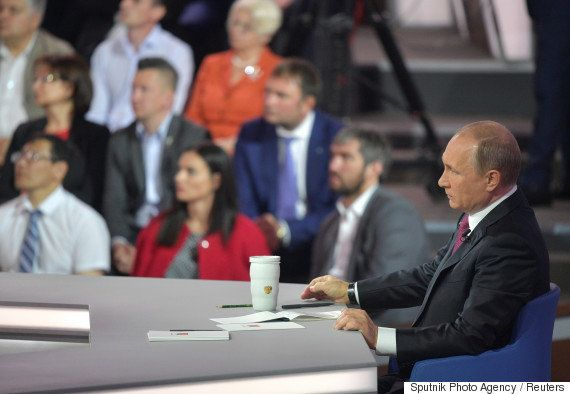 プーチン大統領、4時間ぶっ通しで国民からの質問に答える。ロシア恒例の生放送