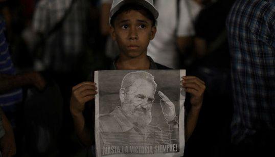 カストロ氏の追悼集会に市民100万人 キューバの「英雄」別れ(画像・動画)