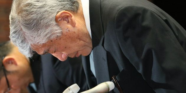 記者会見で謝罪する内田前監督