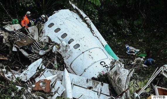 コロンビア墜落、サポーターがスタジアムに集まり犠牲者悼む 71人死亡