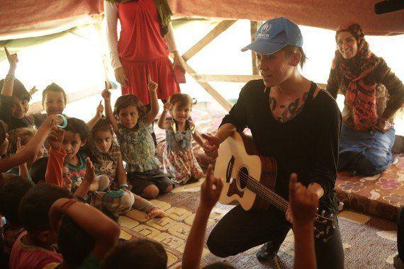 アンジーに導かれて難民キャンプへ。MIYAVIの心を揺らした、ある少年との出会い