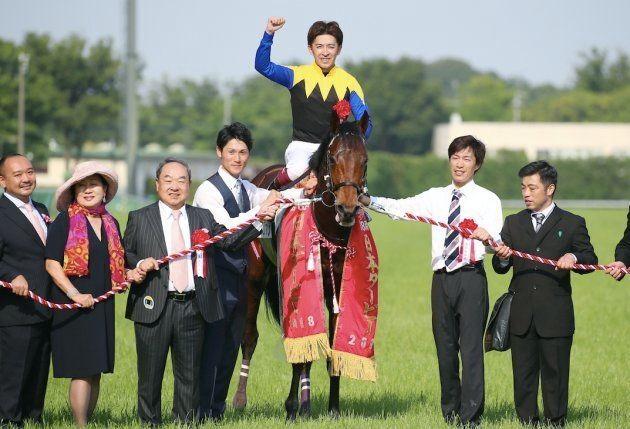 第85回日本ダービーを制したワグネリアンと福永祐一騎手(上)=27日、東京競馬場