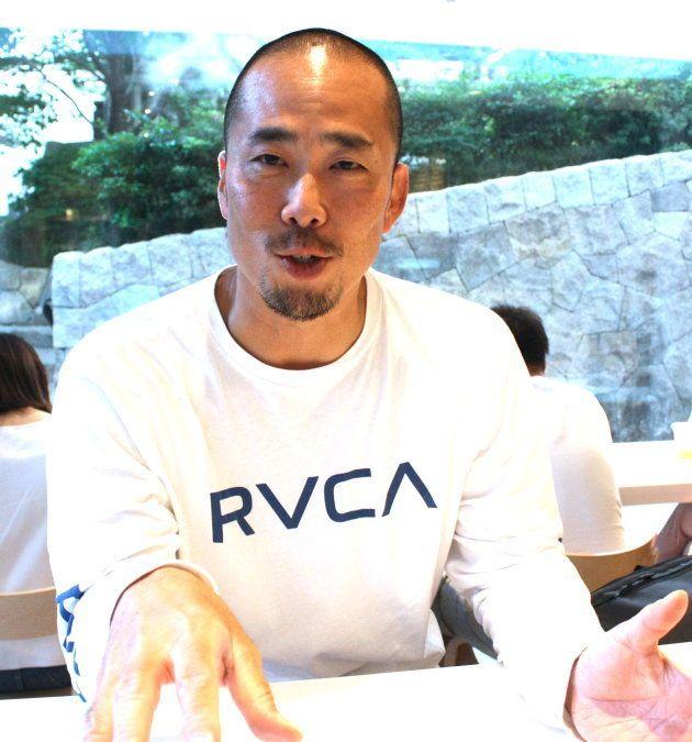 インタビューに答える河田さん