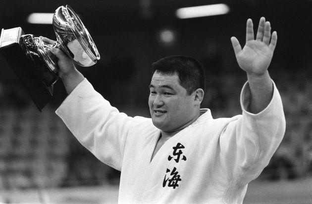 全日本柔道選手権大会で9連覇し、両手を上げて喜ぶ山下泰裕6段(東京・日本武道館)