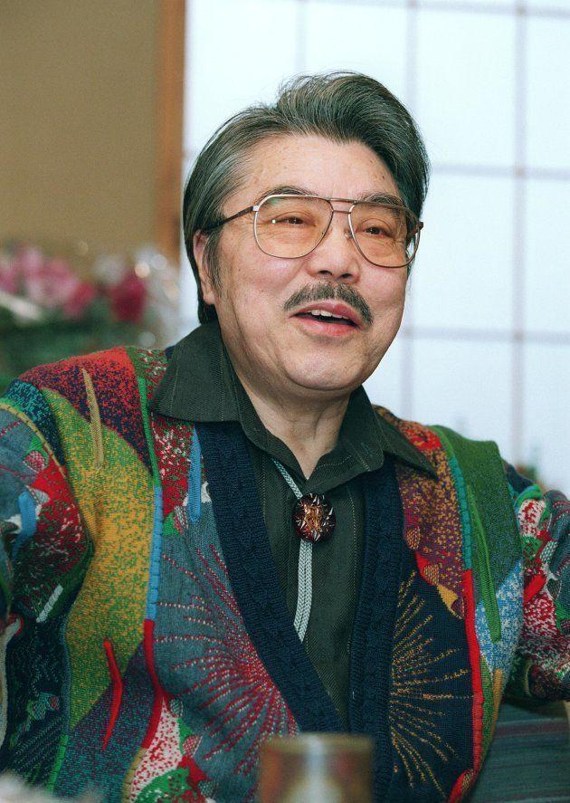 2003年度文化功労者に選ばれ喜びを語る作曲家の遠藤実さん(東京・杉並区の自宅)(2008年12月6日死去、76歳)
