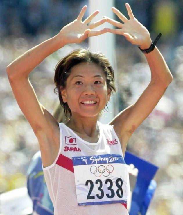 女子マラソン。優勝し観客に笑顔で手を振る高橋尚子(オーストラリア・シドニー)
