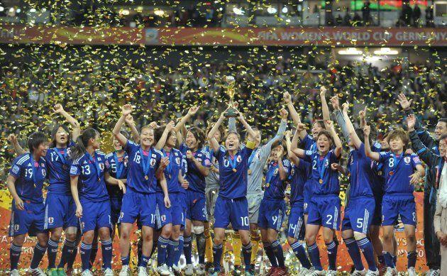 国民栄誉賞授与が決まった「なでしこジャパン」。写真はサッカー女子W杯で優勝し、喜ぶ日本の選手ら(ドイツ・フランクフルト)