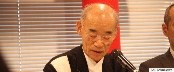 記者会見で挨拶する富野由悠季氏