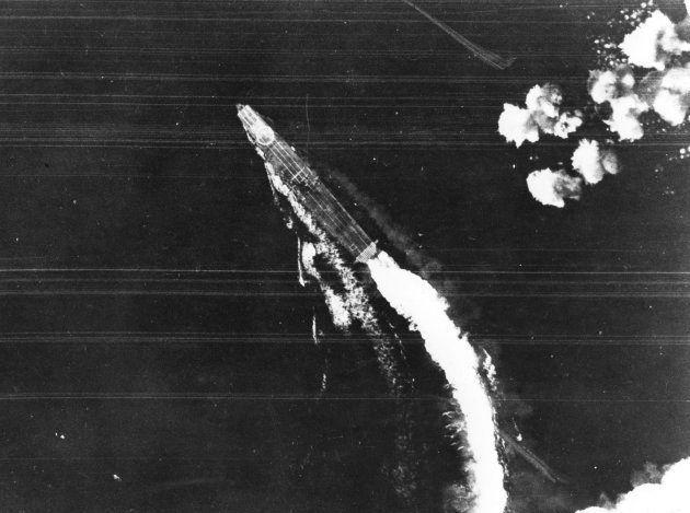 爆撃を回避する「飛龍」