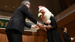 手塚治虫文化賞に現れた巨大なニワトリの正体は?