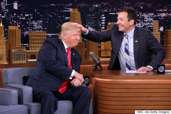 ドナルド・トランプ氏の髪の毛をグシャグシャにしたTV司会者に怒りの声 なぜ?
