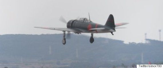 零戦が東京湾を優雅に飛行 レッドブルエアレース決勝前の観客から拍手(画像集)