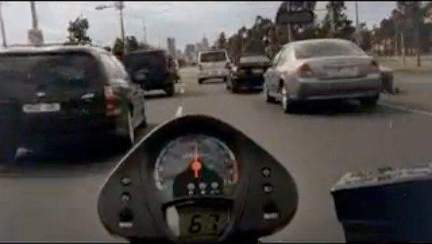 【ビデオ】日本とは違う!? オーストラリア政府が作った2輪安全教則ビデオ