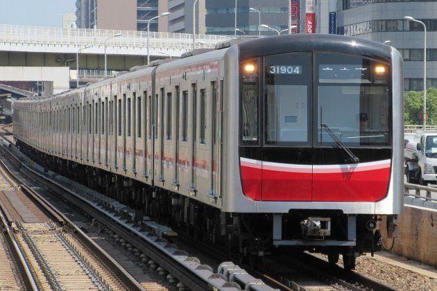 御堂筋線で運用されている30000系電車のイメージ写真