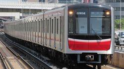 大阪地震で動かなくなった御堂筋線の車両、人力で移動