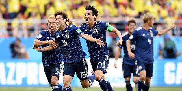 ゴールを祝う大迫勇也とチームメイト