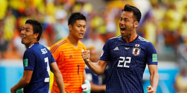 勝利を喜ぶ吉田麻也選手