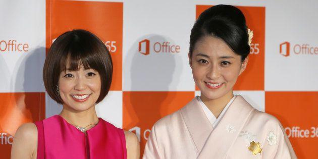小林麻耶さん(左)と妹の麻央さん=2014年10月16日