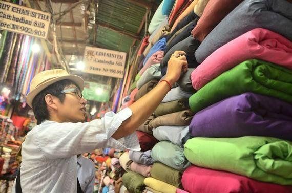縫製の国カンボジアでシャツブランド 奮闘の日々は濃厚すぎる!