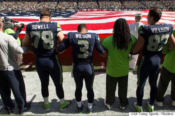 9.11から15年、NFLの選手たちは「愛国」と「差別への抗議」の間で揺れた