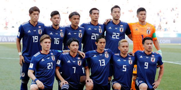 試合前の写真撮影に臨む日本代表