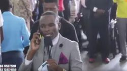「もしもし、天国ですか?」携帯電話で神と話したジンバブエの神父(動画)