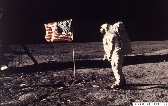 アポロ11号にまつわる陰謀論、有名物理学者がツイートで瞬殺