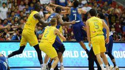 大乱闘の末…。試合が3人対5人に。バスケのワールドカップ予選が寂しすぎる