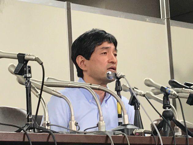 記者会見する「ひかりの輪」上祐史浩代表=2018/07/06