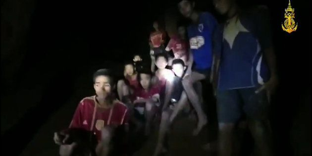 無事が確認された13人の少年ら