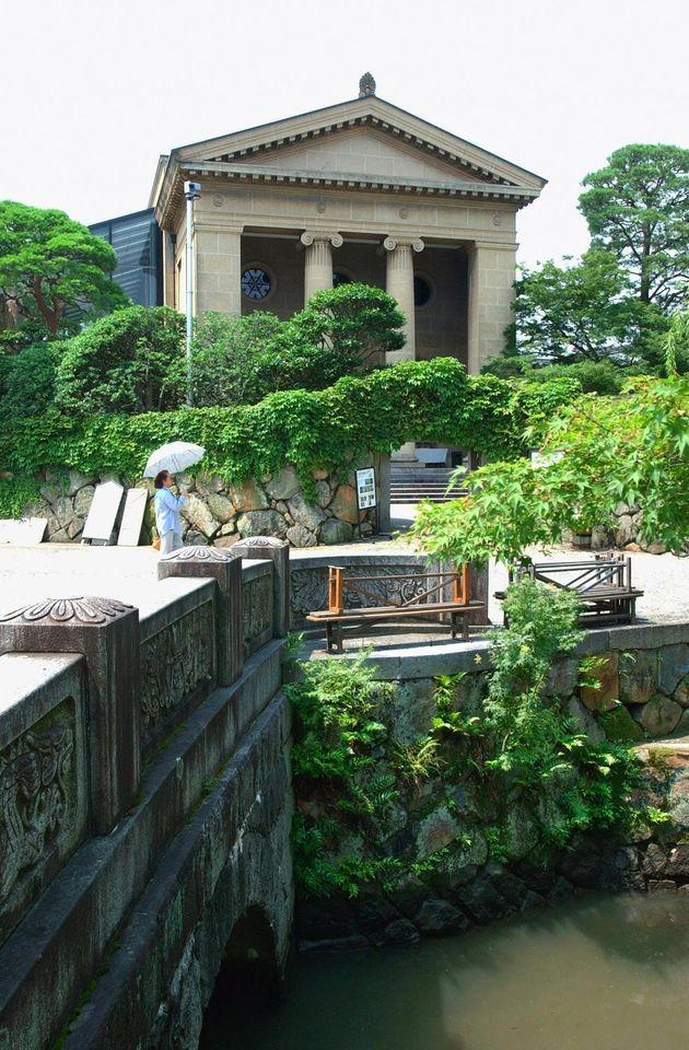 倉敷川に面する美観地区にある大原美術館