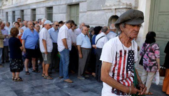 ギリシャの銀行営業3週間ぶりに再開 銀行に並ぶ人々(画像)