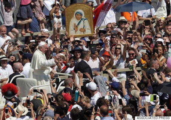 マザー・テレサが「聖人」に 中絶反対の保守派、2度の「奇跡」は疑問の声も