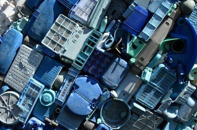日本のものと思われる表記のプラスチックケースもいくつかある。