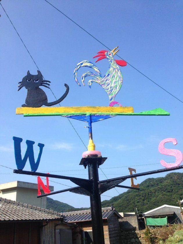 中甑島の平良集落にある手作りの風見鶏(営業Sさん撮影)