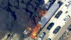 「ドローンがいる」消防ヘリ、出動を阻まれて高速道路が火の海に(ロサンゼルス)