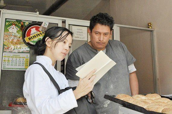 ボリビアのベーカリーに突撃取材!ラ・パスで発見した「パンのようでパンではない」郷土菓子!?【