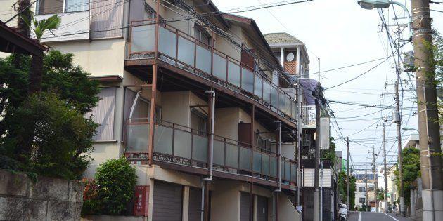 当時5歳だった船戸結愛ちゃんが東京に転居してから住んでいたアパート。亡くなってからもうすぐ5カ月が経つ。