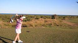 8歳少女のゴルファー、素晴らしいスイングでドローンを撃墜(動画)