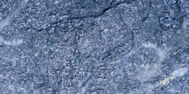 二次元材料のための高分解能電子顕微鏡