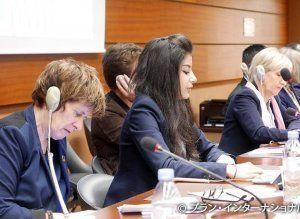 国連人権理事会で発言するシリア難民の女の子