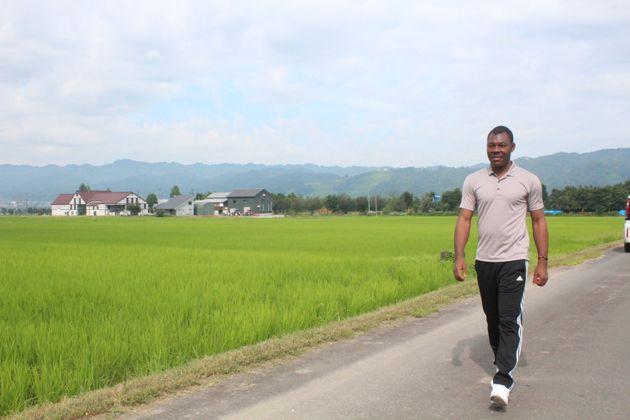 西日本豪雨の被災地へ新潟からボランティアに行くナイジェリア出身のエゼ、オケチュクウさん